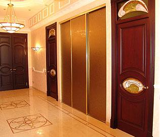 Двери с четвертью